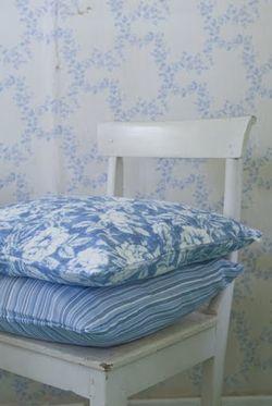 True Rose cushion