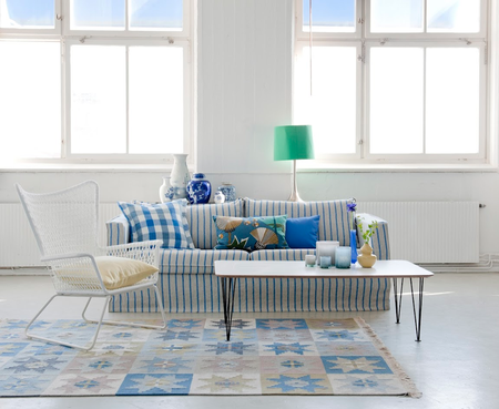 Again, Loose Fit Urban cover for Karlstad 3-seat sofa in Cobalt - Brera Fino. Loose Fit Country cushion cover in Cobalt - Brera Quadretto. Designers Guild by Bemz.