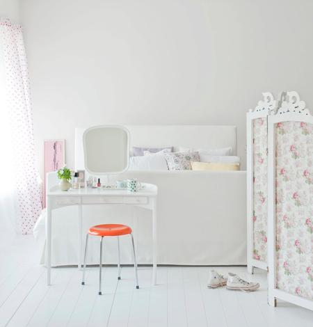 Florö bed frame in Soft White Belgian Linen
