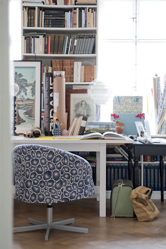 Skruvsta swivel chair in a Blue/White Korall printed cotton cover by Bantie for the Bemz Designer Collection