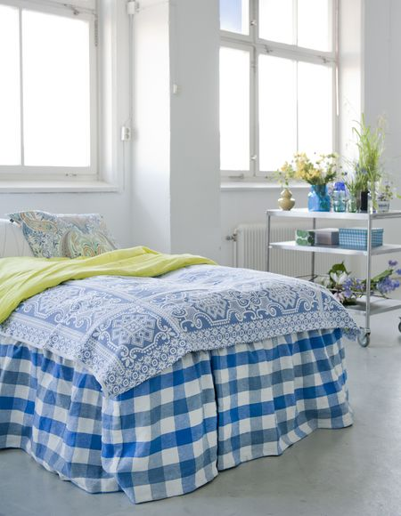 Bemz bedskirt, Loose Fit Country style in Cobalt Brera Quadretto, design Designers Guild