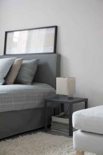 Bemz bedspread in Grey Frescati Plaid Textured Cotton, Bemz cover for Abelvär headboard and Bemz bed skirt with pleats in Zinc Grey Raffia