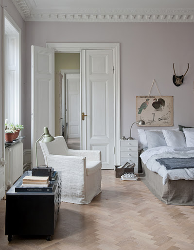 Bemz bed skirt, Loose Fit Urban style in Sage Brown Rosendal Pure Washed Linen and Bemz cover for Karlstad armchair small, Loose Fit Urban style in Soft White Rosendal Pure Washed Linen