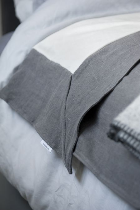 Bemz bedspread. Loose Fit, in Medium Grey Rosendal Pure Washed Linen
