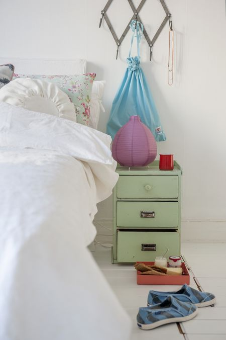 Bemz bedspread in Loose fit style, Bemz cover for Abelvär headboard and Bemz Loose fit Urban bed skirt, all in Absolute White Rosendal Pure Washed Linen from Bemz