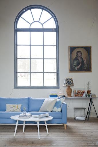 Bemz cover for Karlstad sofa in Light Denim Blue Belgian Linen Blend and Bemz cushion covers in Unbleached Belgian Linen Blend
