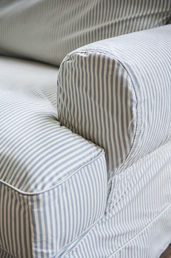 Ekeskog sofa cover in Sandhamn Stripe Blue&White
