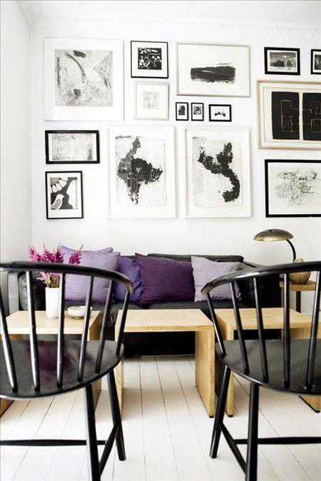 Purple living room with cushions sköna hem